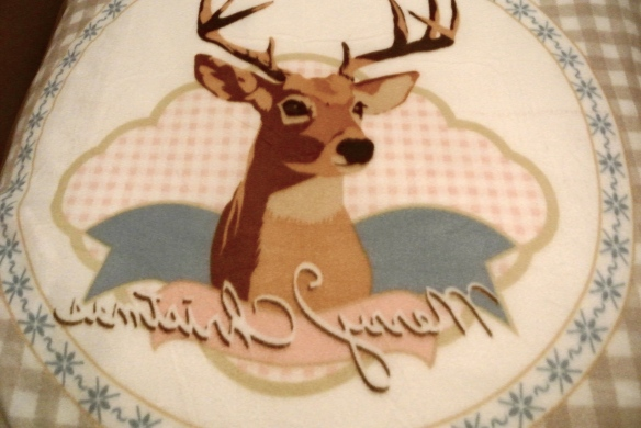 Cute dekentje van mijn oma gekregen met Bambi erop, nou ja, Bambi's soortgenoten dan...